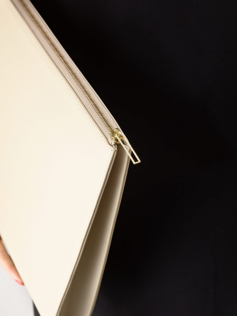 BIKO portfolio in ivory calfskin leather | TSATSAS