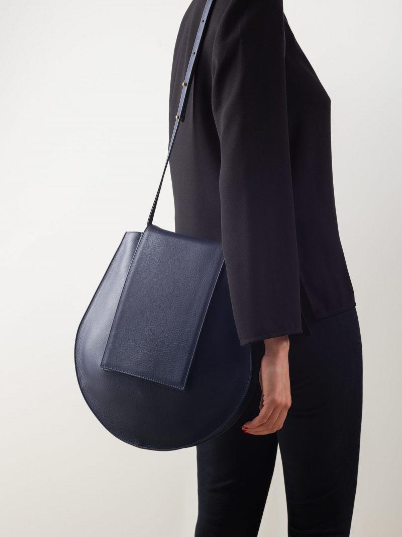 CY shoulder bag in navy blue calfskin leather   TSATSAS