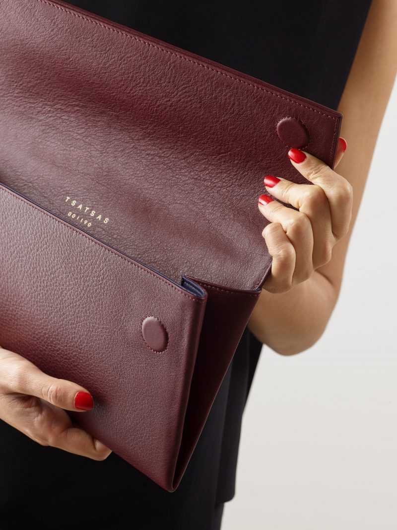 HAZE clutch bag in burgundy calfskin leather | TSATSAS