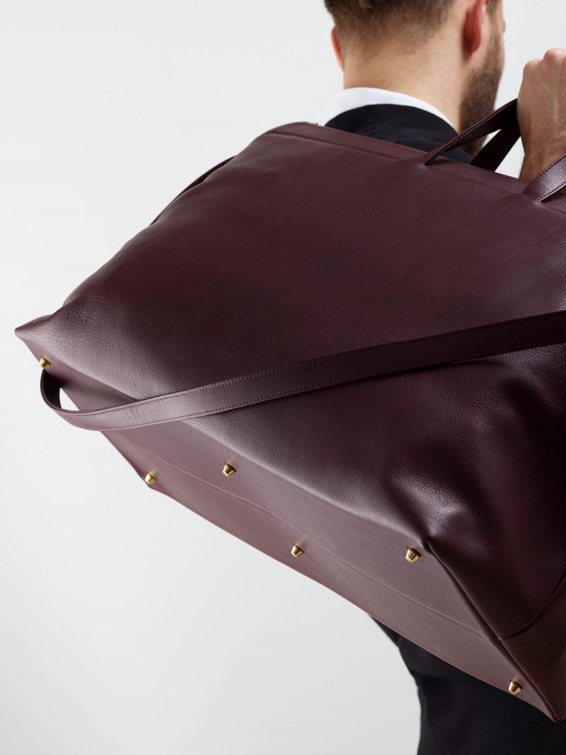 KHAMSIN weekender in burgundy calfskin leather | TSATSAS
