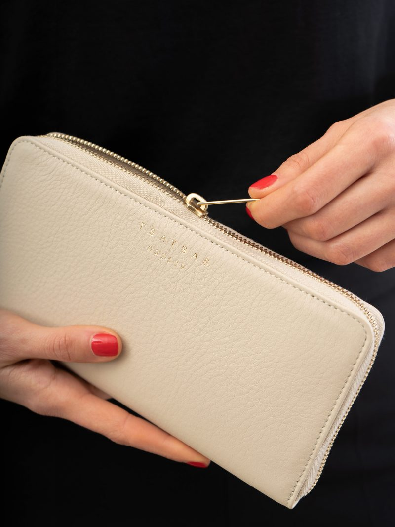 KOBO 2 wallet in ivory calfskin leather | TSATSAS