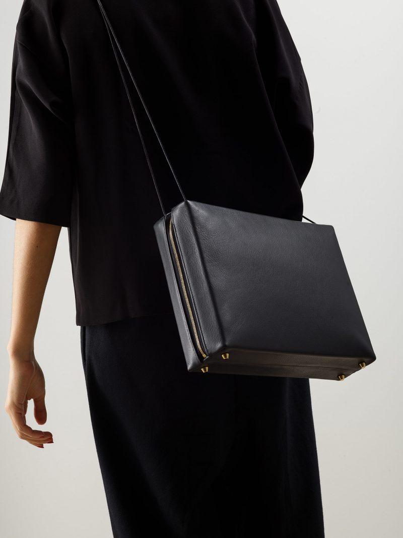 LINDEN 43 shoulder bag in black calfskin leather | TSATSAS