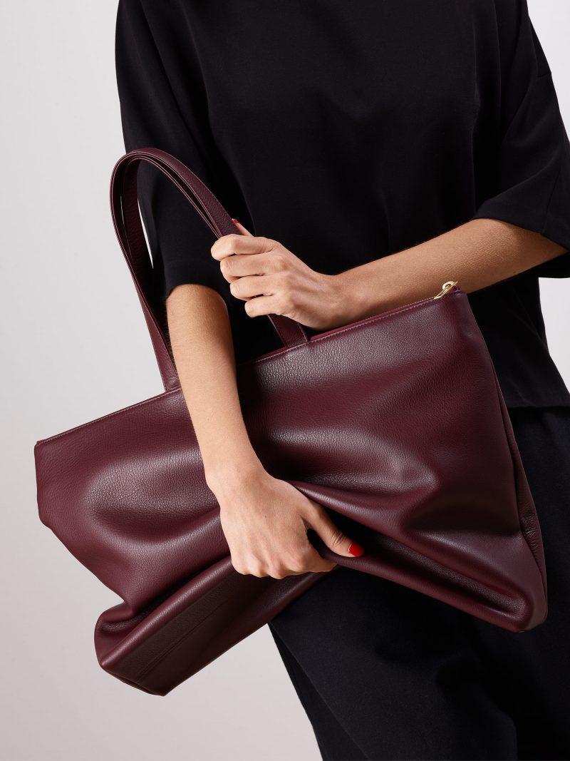 LUCID NINETY L tote bag in burgundy calfskin leather | TSATSAS
