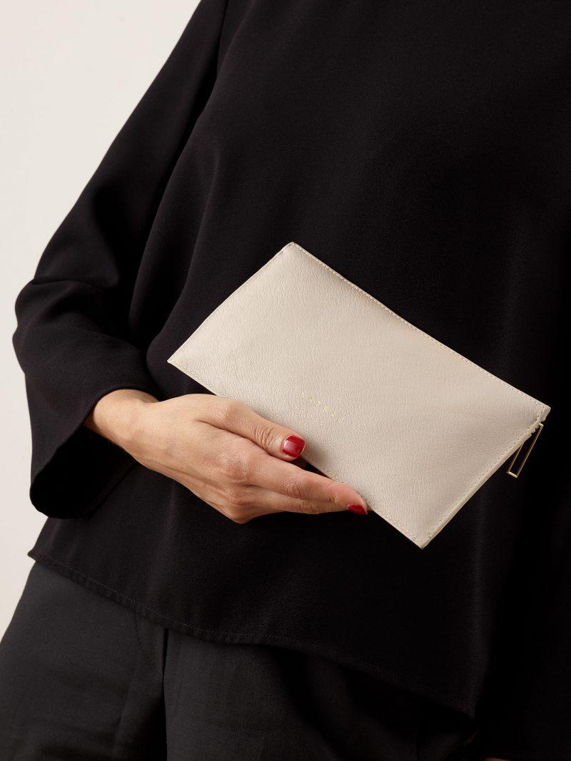 MATTER 1 case in ivory calfskin leather | TSATSAS