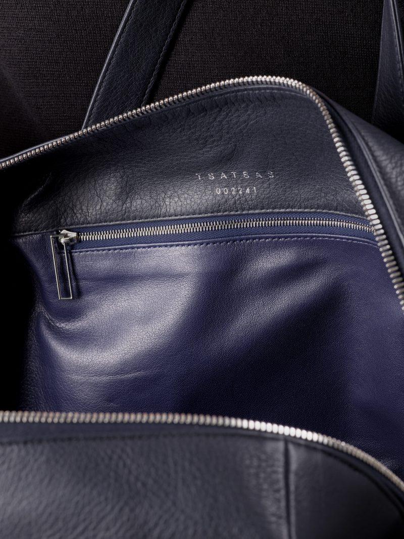 POLLOCK tote bag in navy blue calfskin leather | TSATSAS