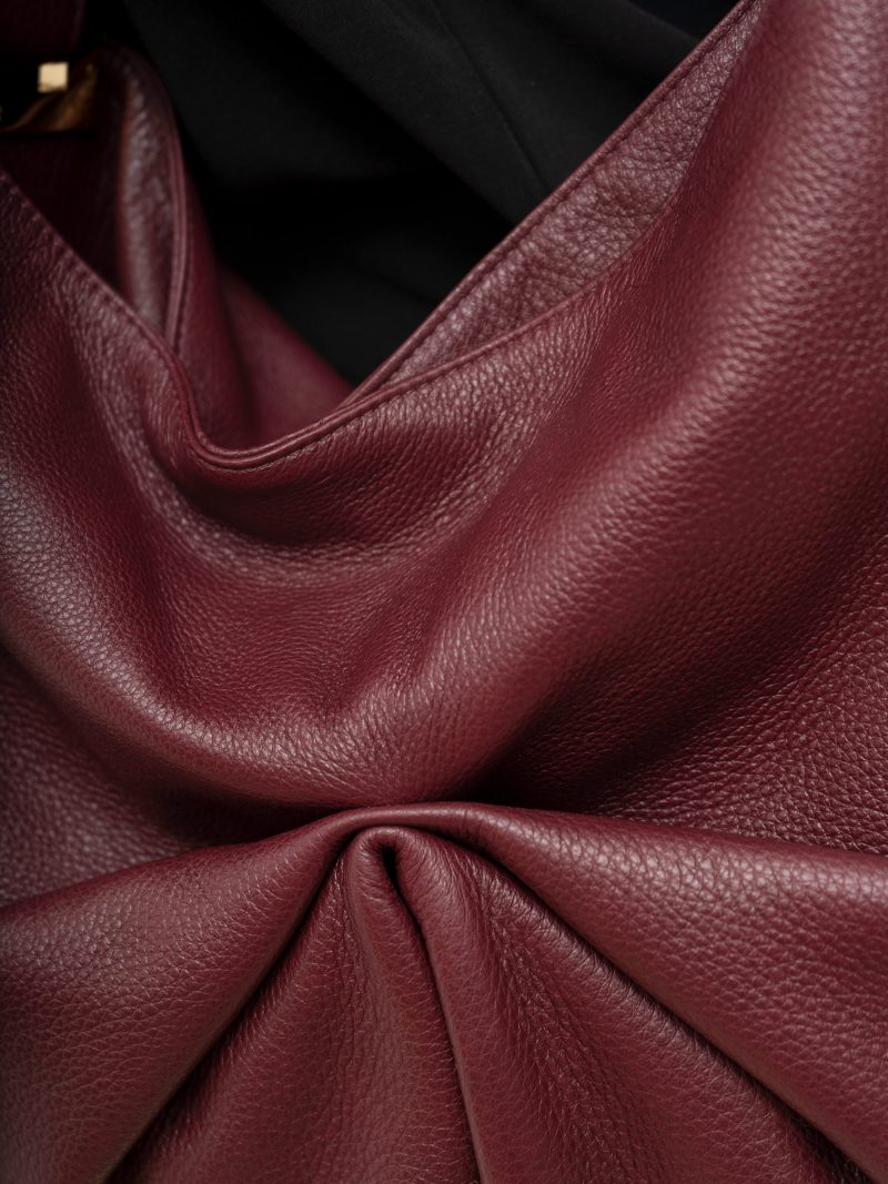 SACAR S shoulder bag in burgundy calfskin leather | TSATSAS