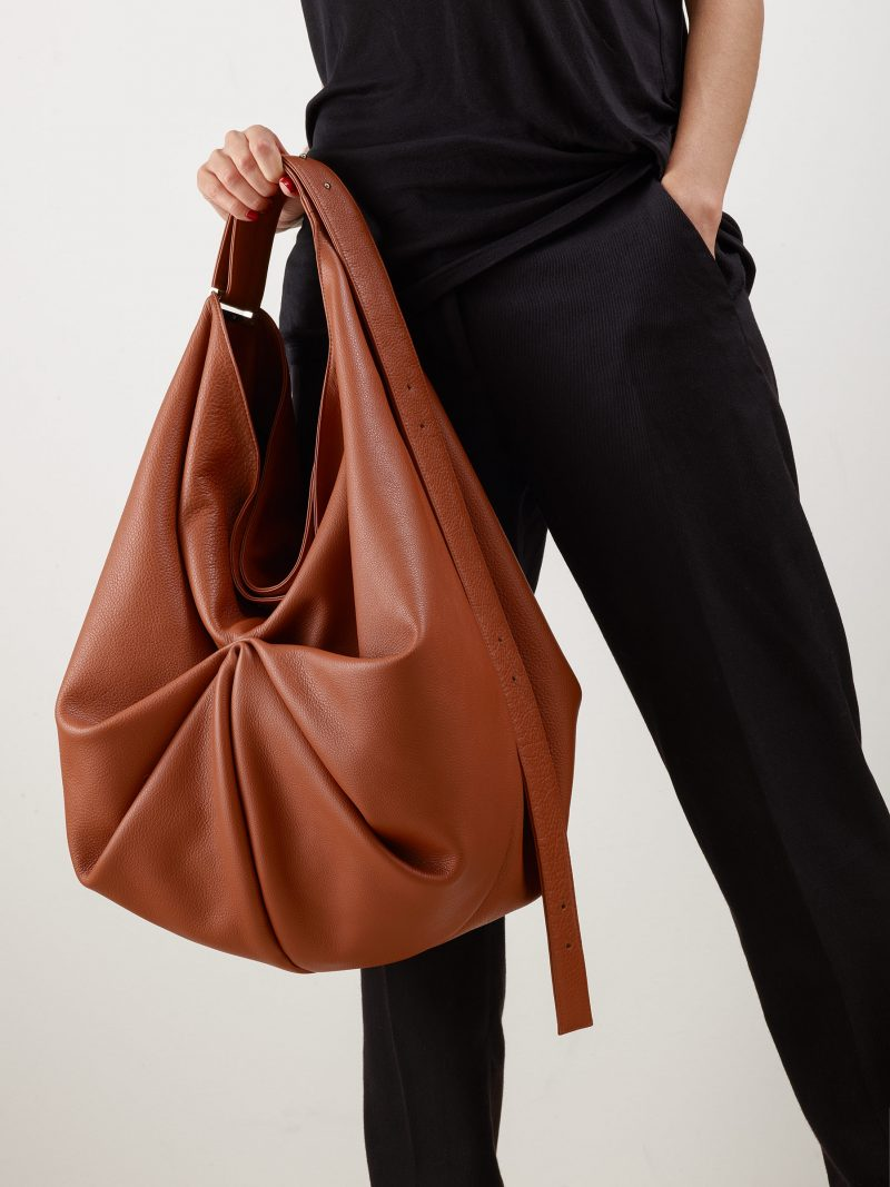 SACAR shoulder bag in tan calfskin leather | TSATSAS