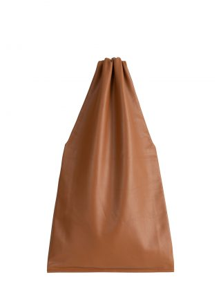 LATO tote bag in tan lamb nappa leather with contrasting lining in black | TSATSAS