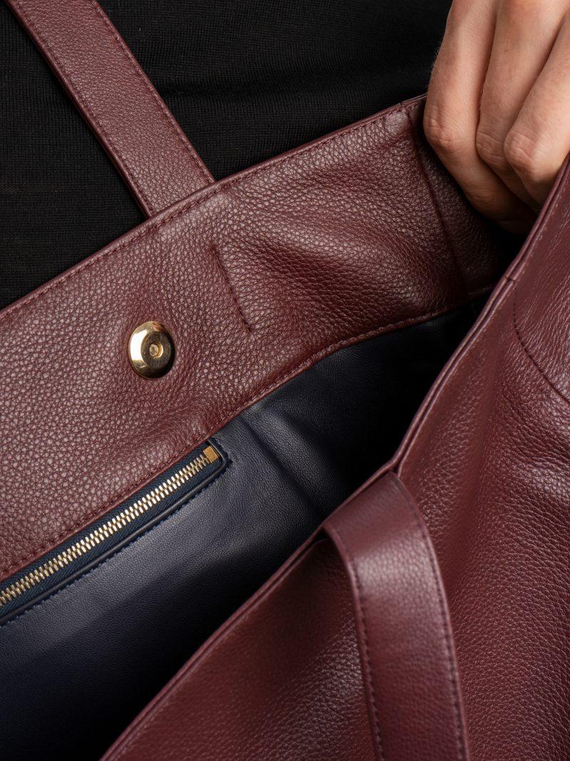 FABER shoulder bag in burgundy calfskin leather | TSATSAS