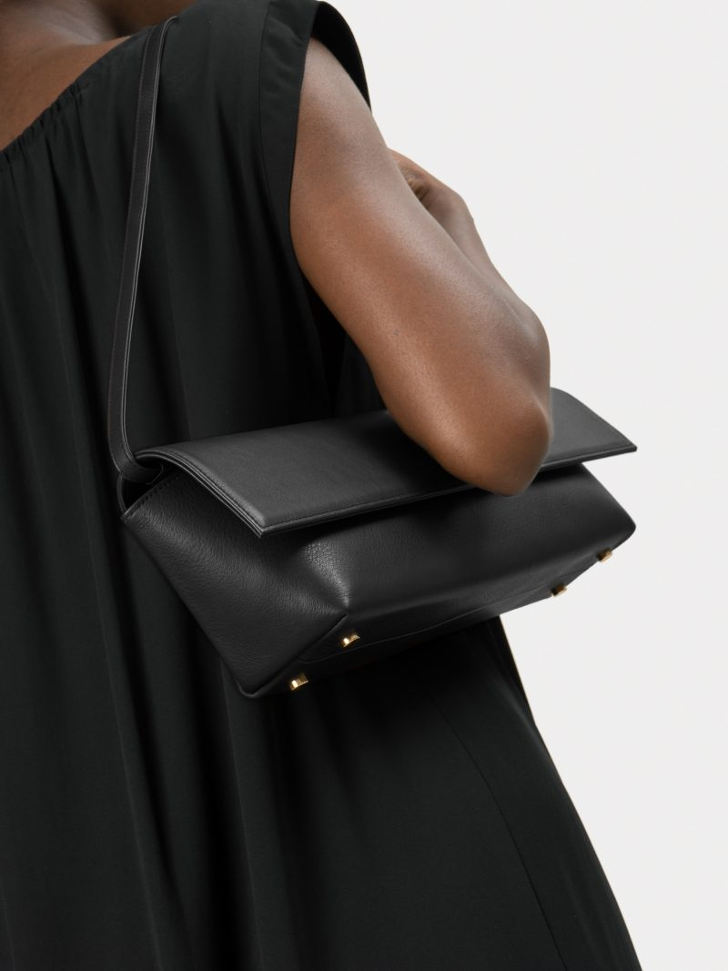 KIRAT shoulder bag in black calfskin leather | TSATSAS