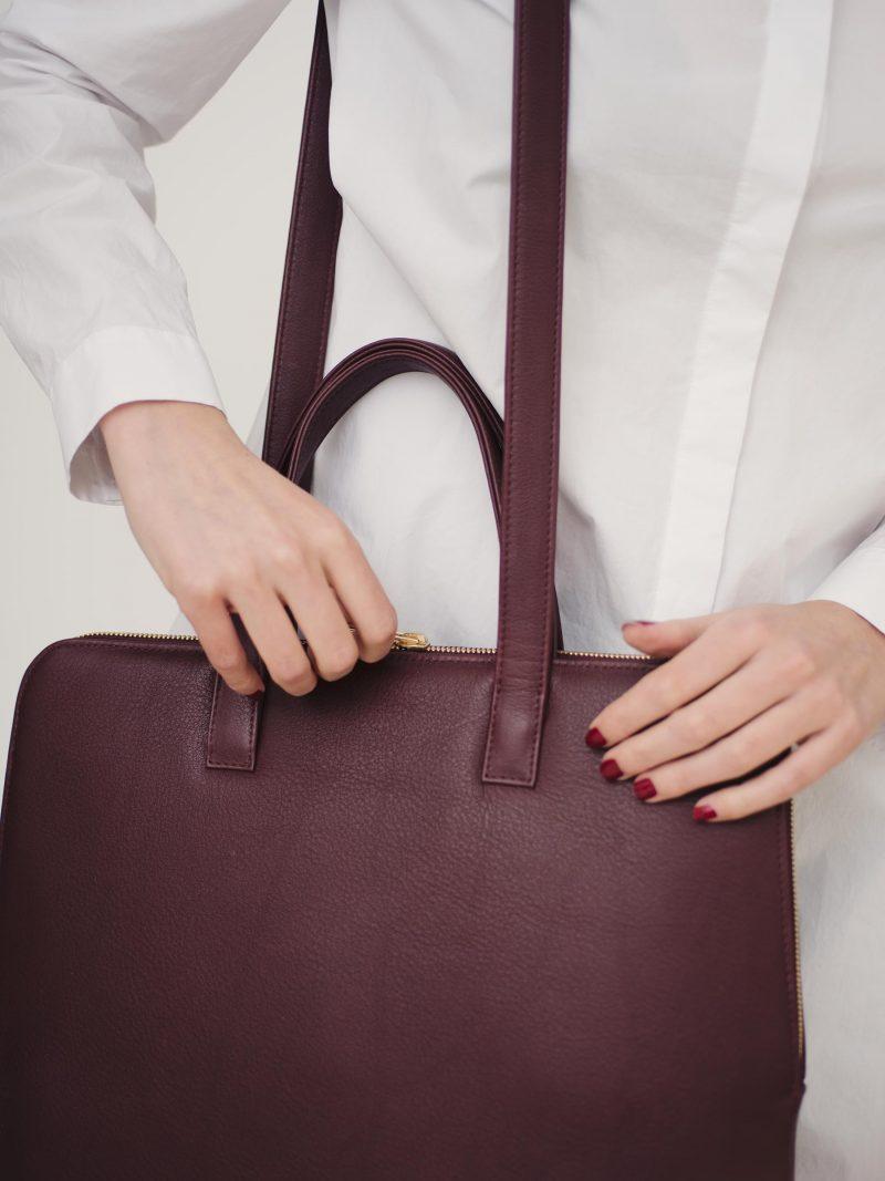 NICHE tote bag in burgundy calfskin leather | TSATSAS