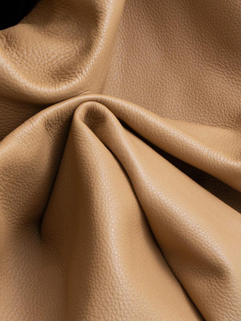 SACAR shoulder bag in cashew calfskin leather | TSATSAS